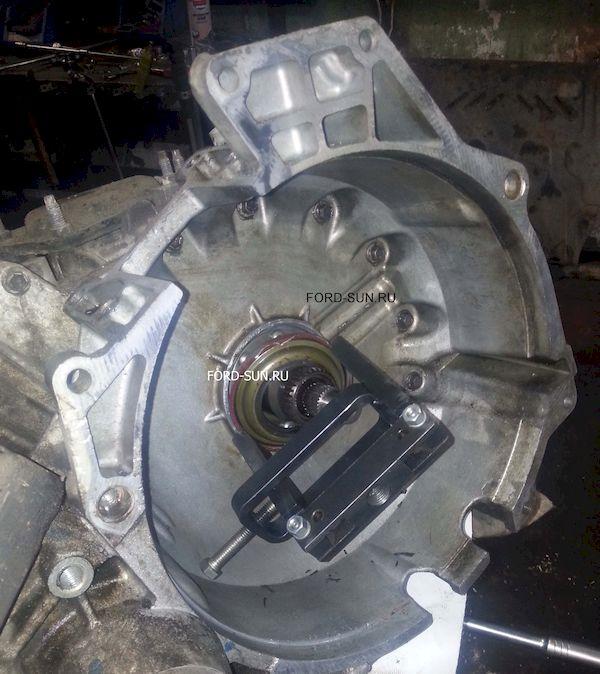 Специальный съемник для снятия сальника гидротрансформатора. АКПП CD4E.