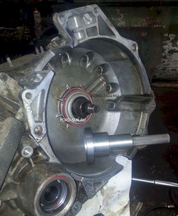 Специальная оправкой для установки сальника гидротрансформатора. АКПП CD4E.